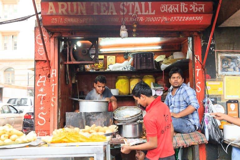 barraca de rua vendendo chai na india