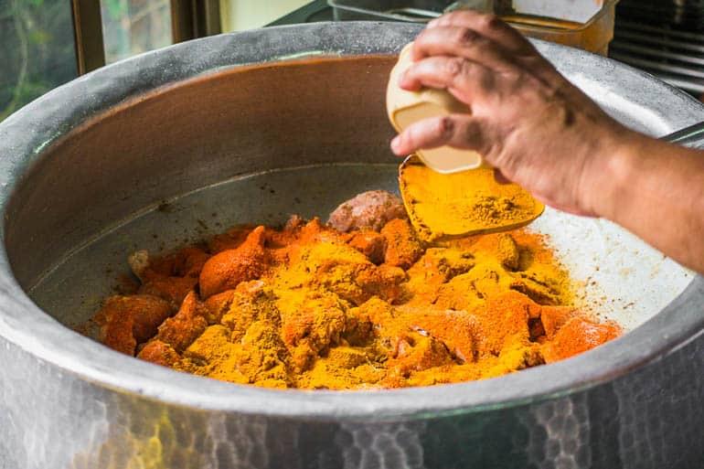 biryani marinado com especiarias secas