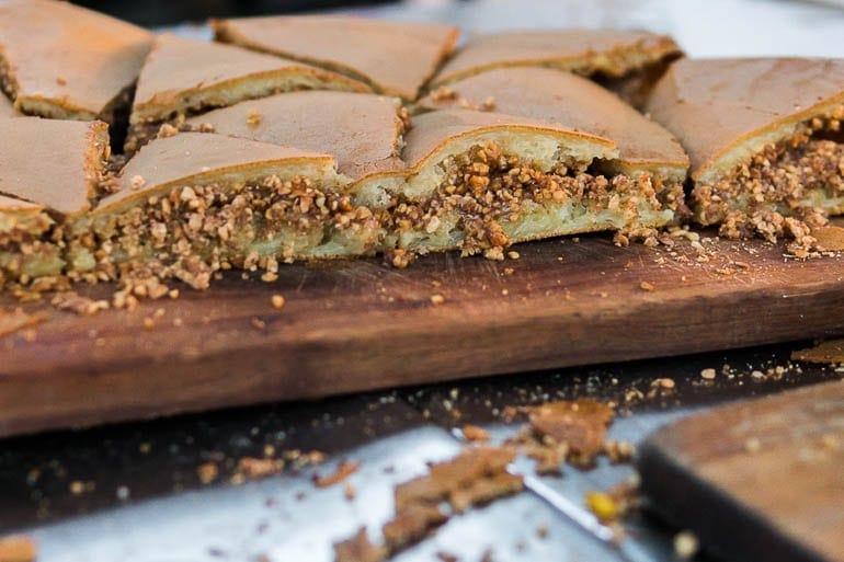 barraca de comida com murtabak manis uma panqueca doce da Malásia também chamada de Murtabak Manis