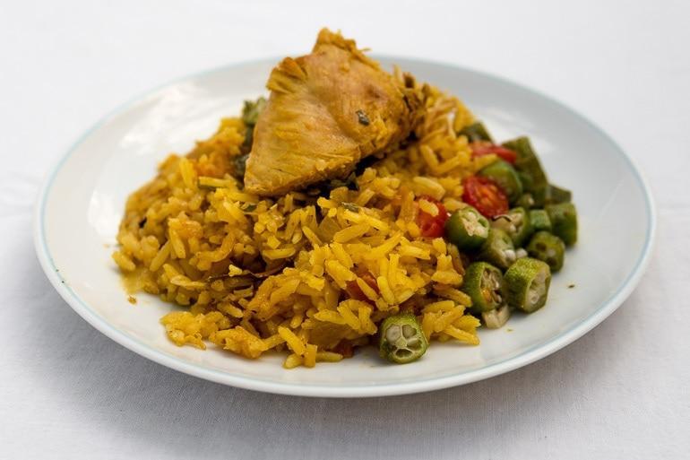 Como preparar uma receita de galinhada prática e deliciosa