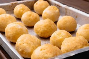 Pão de queijo recipe, a brazilian cheese bread