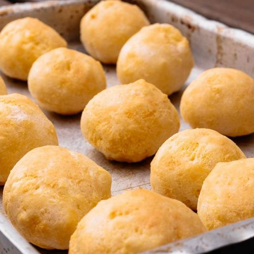 Pão de queijo recipe, a brazilian cheese bread
