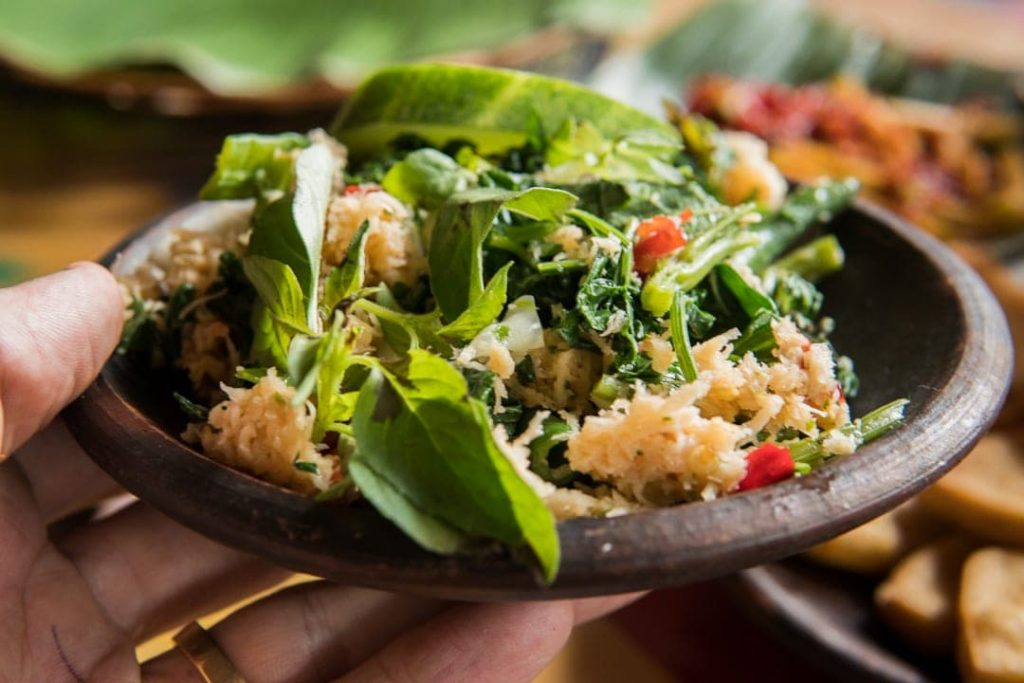 Recipe Urab Sayur, a salad dish with coconut dressing