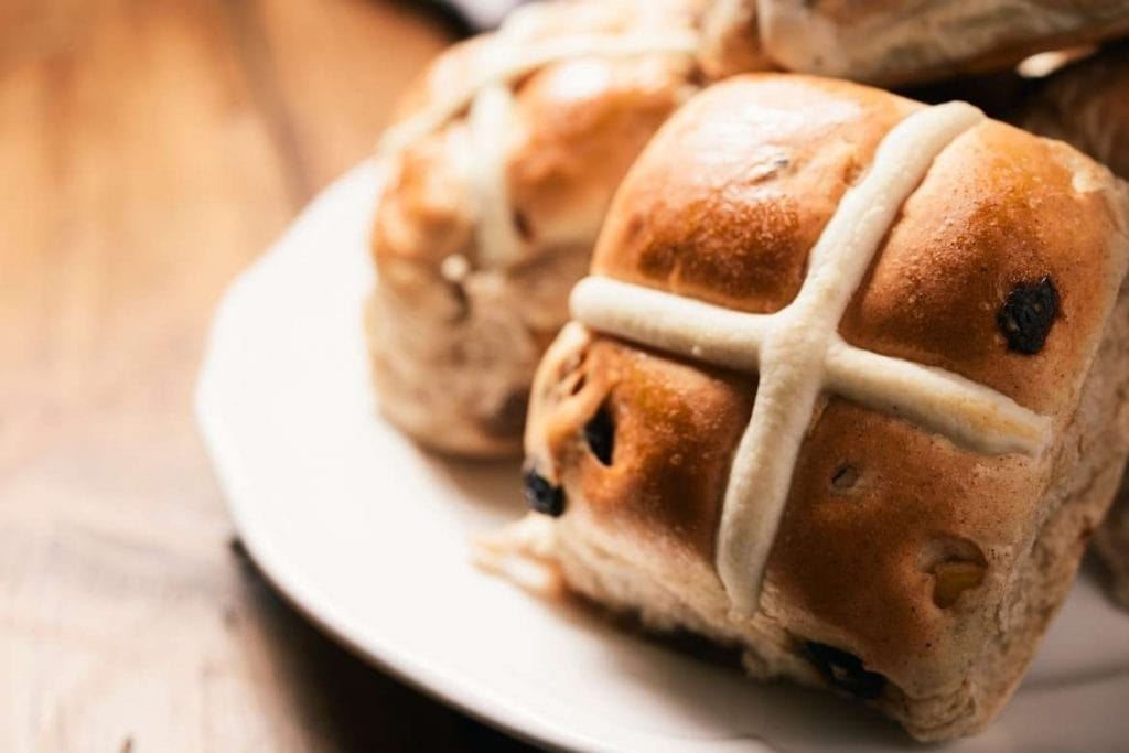 easter bread rolls stuffed with dried fruits