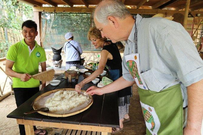Tecelagem de bambu e aulas de culinária