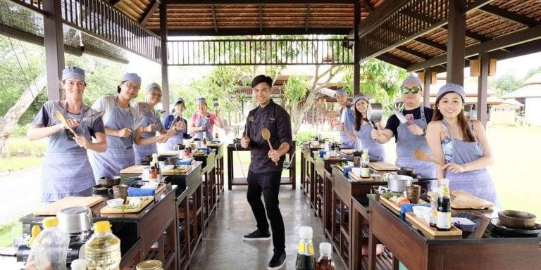 Aula de Culinária Tailandesa e Visita à Fazenda Orgânica