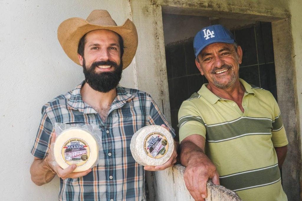 visita a produção de queijo mineiro em uma viagem gastronômica pelo Brasil em Minas Gerais