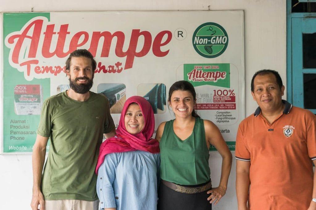 Food'n Road com proprietários de Attempe em Yogyakarta, Indonésia