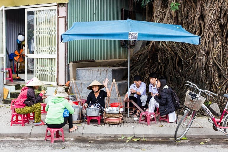 Food stall with students in Hoi An