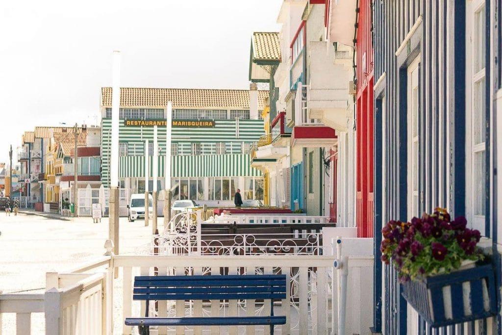 casas listradas da cidade de Costa Nova ao norte de Portugal próximo do porto