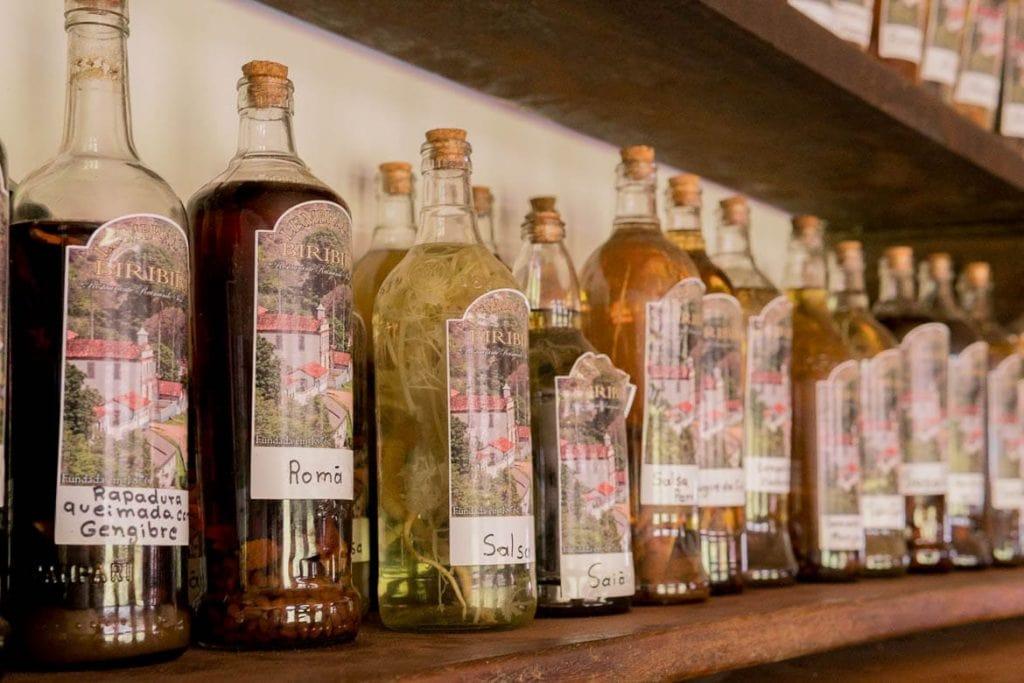licores no restaurante do raimundo sem braço em Biribiri