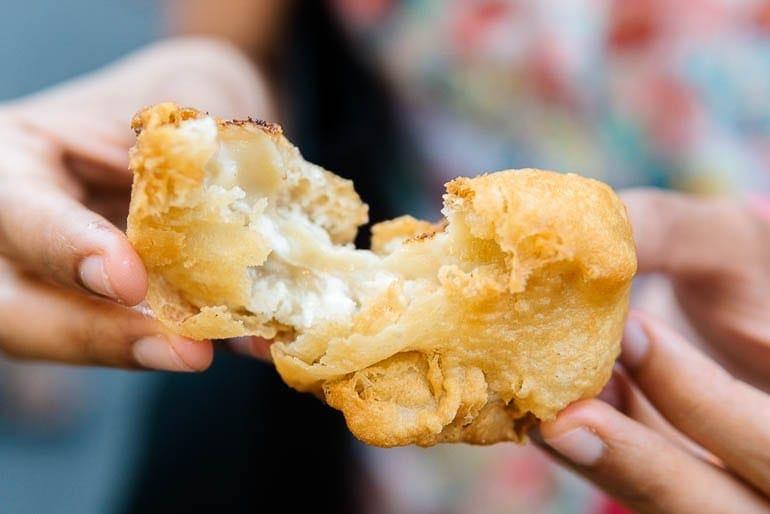 bolinho frito de durian comida típica da Malásia