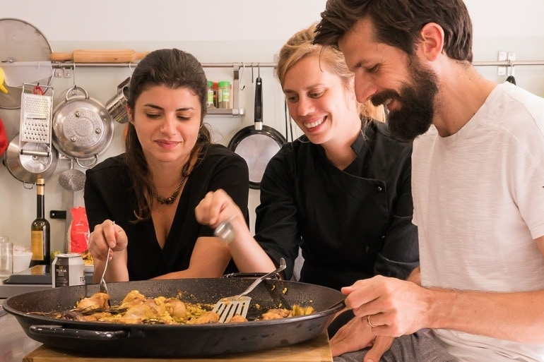 comendo Paella Valenciana com a Cris do Espai Meraki