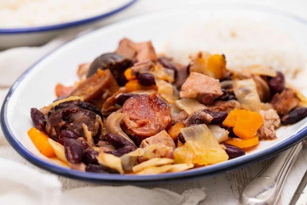 Feijoada Transmontana com carne de porco e feijão vermelho tradicional de Trás-os-Montes