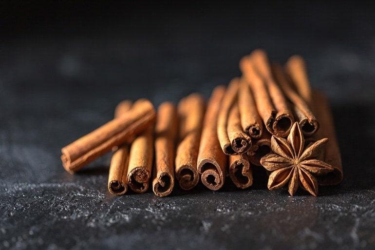 canela e anis estrelado para fazer as cinco especiarias e perfumes chineses