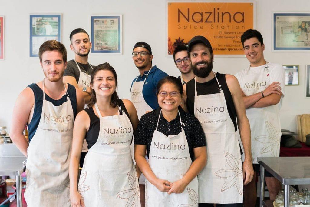 participar de uma aula de culinária durante uma viagem gastronômica