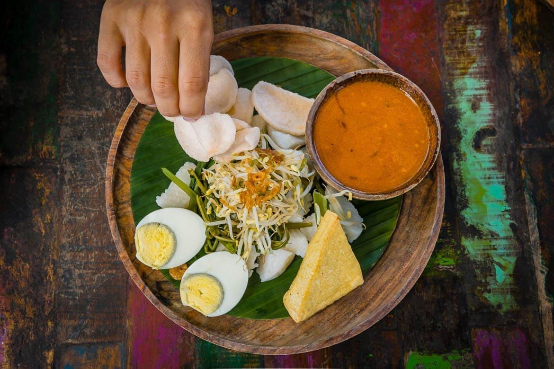 salada da Indonesia chamada de gado gado
