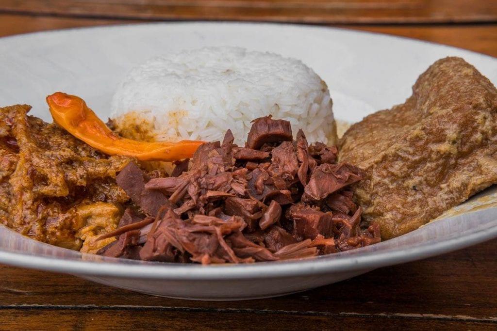 gudeg, prato vegetariano da Indonésia feito com jaca verde