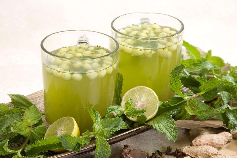 Copos com jaljeera, uma bebida indiana feita com cominho e limão
