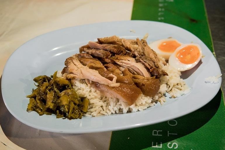Khao Kha Moo que significa perna de porco com arroz