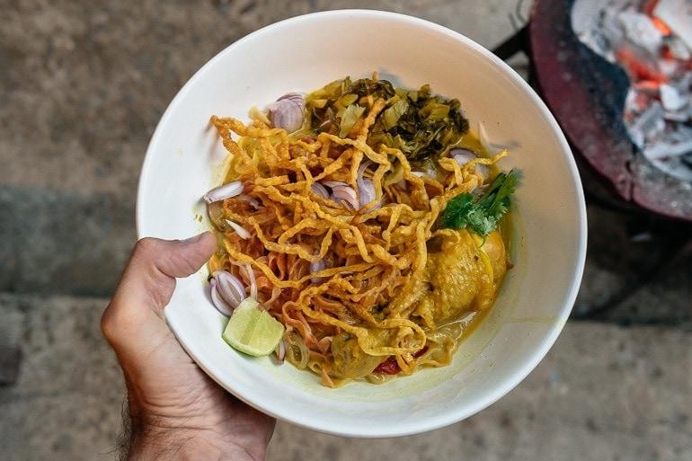 Khao Soi é um dos pratos típicos de Chiang Mai que fica ao norte da Tailândia