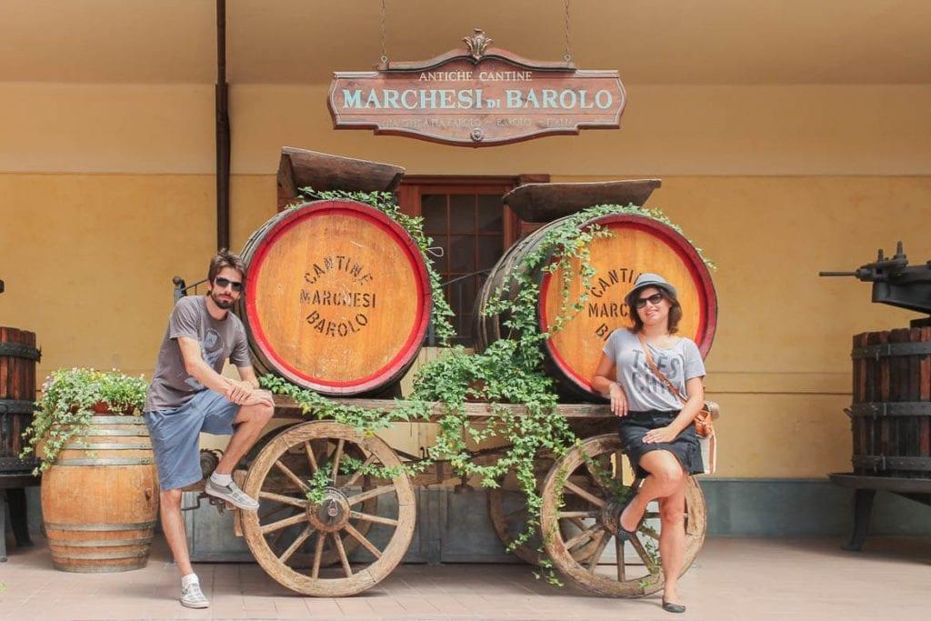 Adriano e Karina do Food'n Road de visita a Marchesi di Barolo na região vinícola do Piemonte para o enoturismo