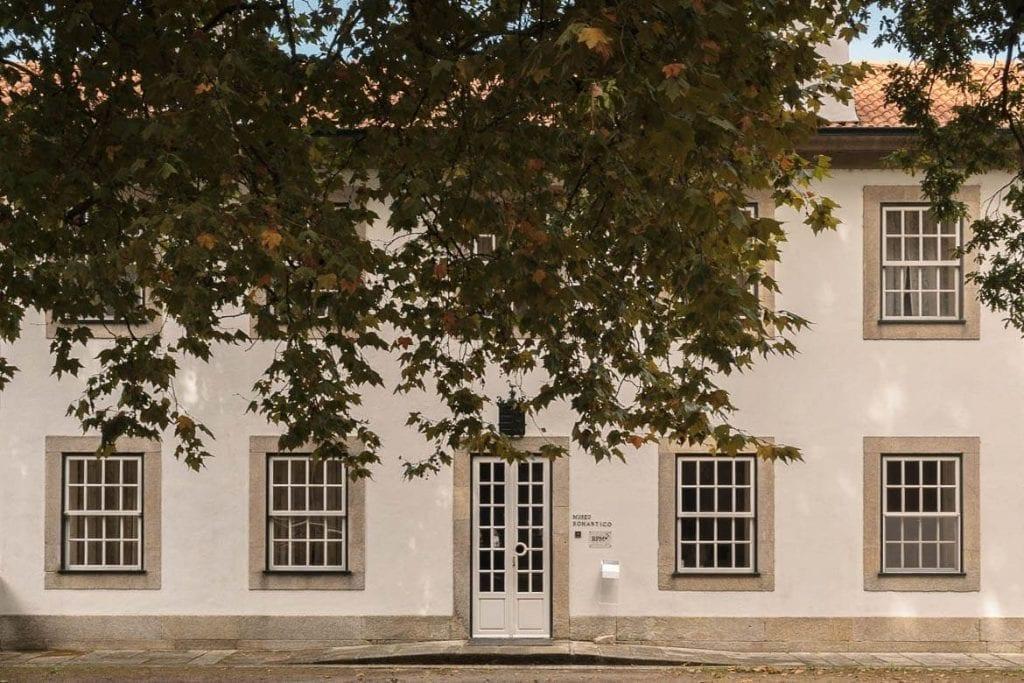 fachada da casa do Museu Romântico da Quinta da Macieirinha em Porto
