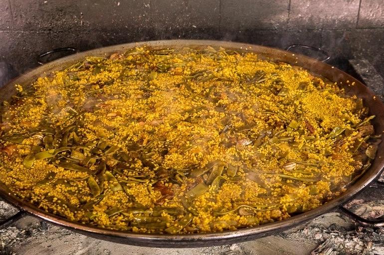 Paella Valenciana pronta para comer