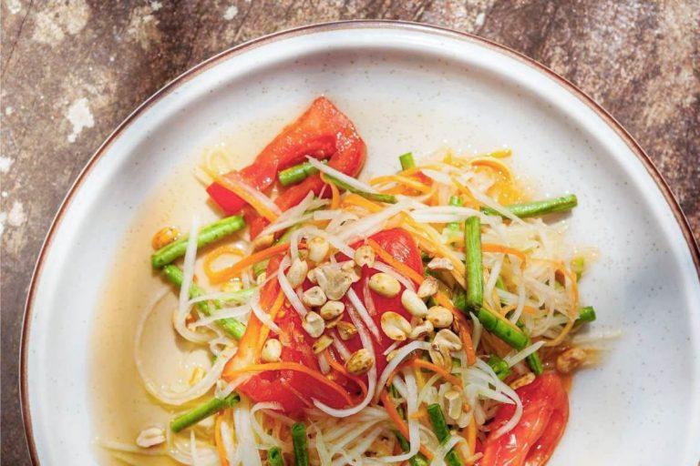 Salada Tailandesa de Mamão Verde (Som Tam)