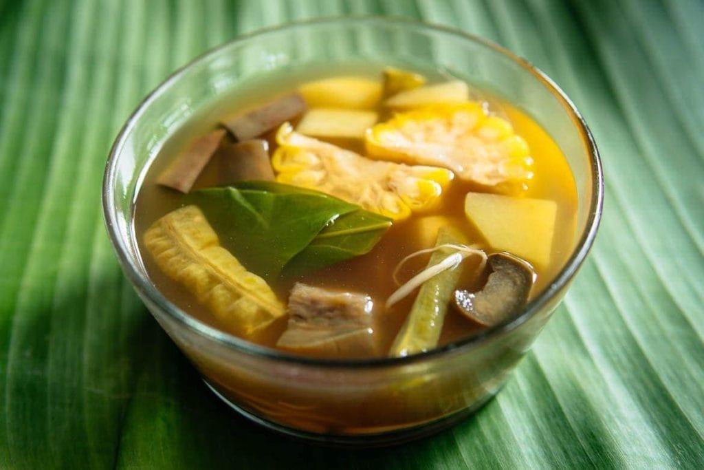 Soto Sayur Asem é uma sopa com tamarindo da Indonésia
