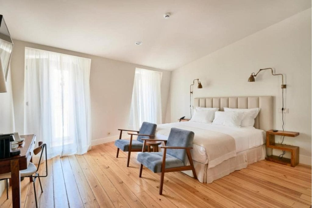Photo of Hotel Alegria bedroom where to stay in Lisbon