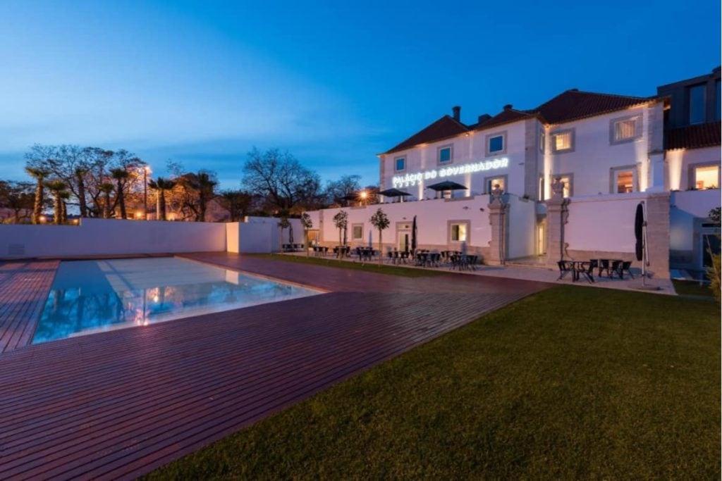 Swimming Pool and garden of Palácio do Governador hotel