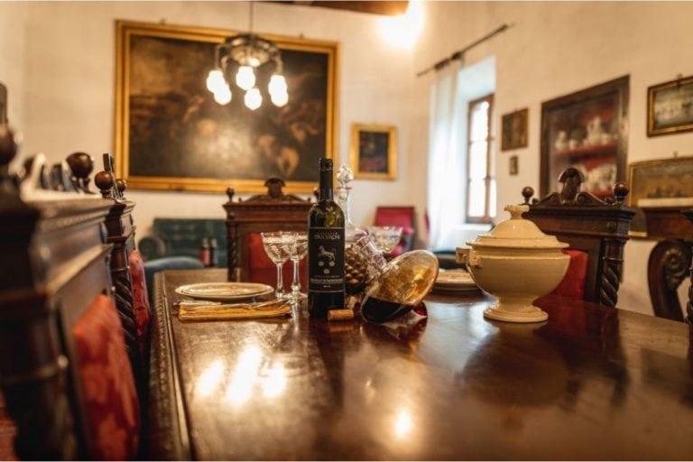 Montalcino: Degustação de Brunello e Almoço em um Castelo da Toscana