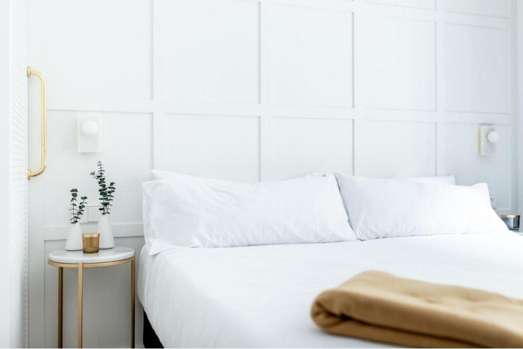 white and minimalist double room at valencia cosmo boutique hotel in valencia