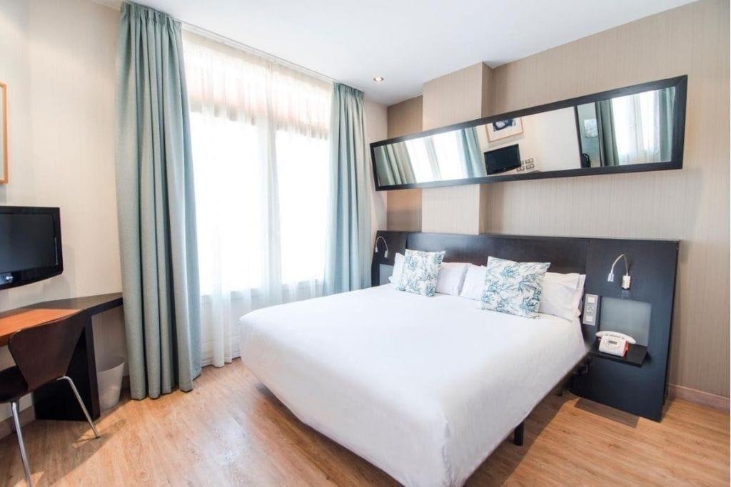 double room at valencia petit plaza