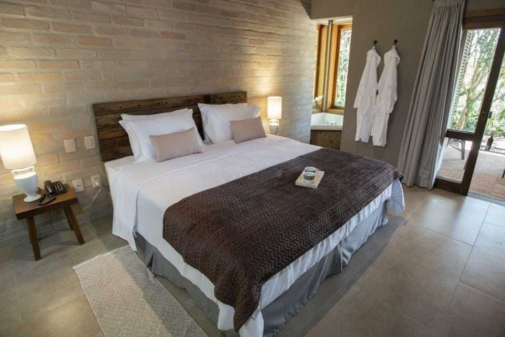 double room with white linen at canto do irere